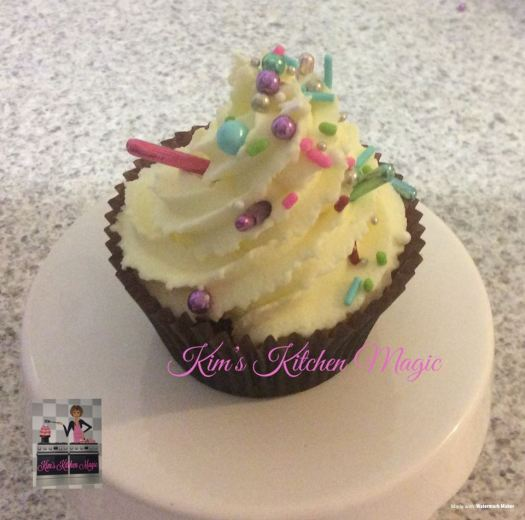 Vanilla cupcake with Buttercream and sprinkles